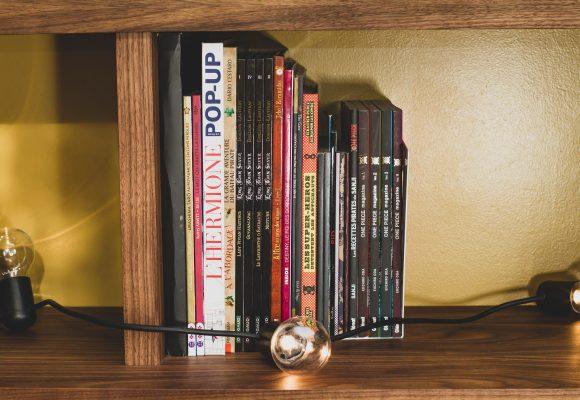 bibliothèque et vitrine en placage noyer