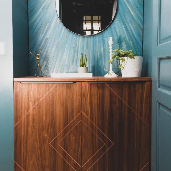 Aménagement entrée : meuble et panneau décoratif